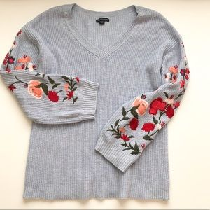 American Eagle embroidered sleeve v-neck sweater